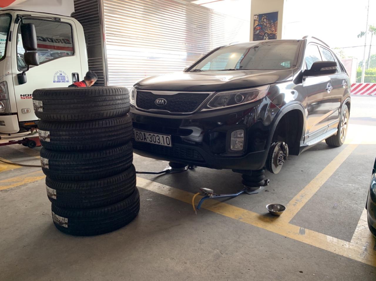đảo lốp xe ô tô
