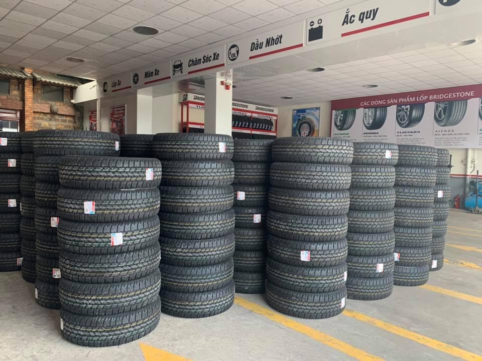 Thay lốp xe ô tô bình dương